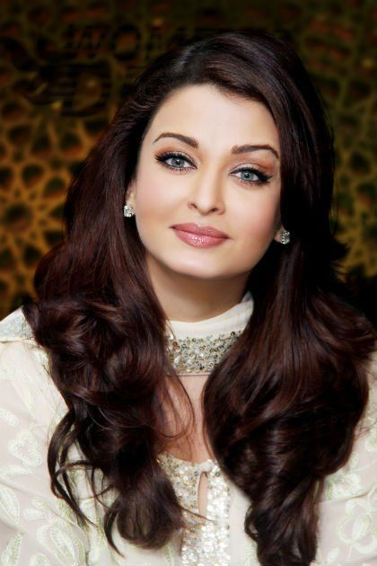 Aishwarya Rai Bachchan. Beautyful hairs....beautiful Bollywood Actress