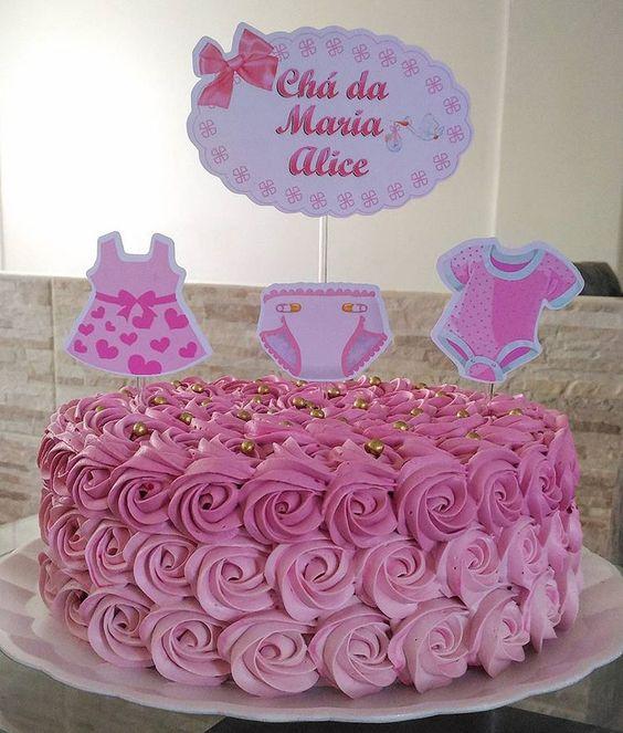 Para o chá de bebê da princesa Aylla Valentina com tema 💕👑ursinha princesa💕👑. #bolochadebebemenina #ursinhaprincesa #chantilly #cake…