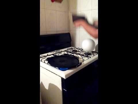 Como forrar una bola de unicel grande - YouTube