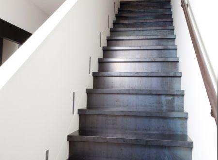 Trap bekleding staal entree pinterest decor - Eigentijds trap beton ...