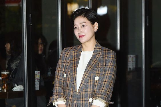 Park Jin Hee's Agency Responds To Reports Of Her And Her Husband's Ties To Man Facing Embezzlement Charges