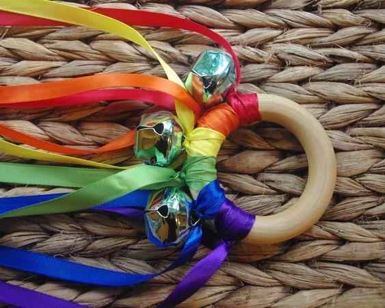 für den adventskalender mina flora  Waldorf Toy Musical Hand Kite, ROYGBV Rainbow WALDORF Toy Ribbon Streamer. $8.95, via Etsy.