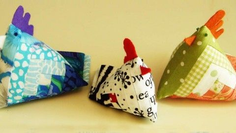Adorable DIY Chicken Pin Cushion Made With Quilt Fabric | DIY Joy Projects and Crafts Ideas: