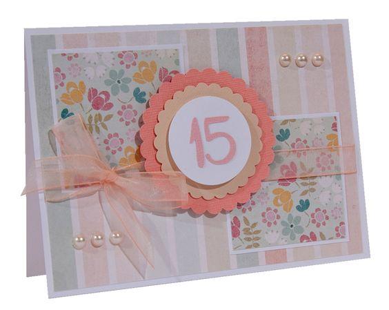 Convite feito artesanalmente. <br>Base do convite papel color plus 180grs. <br>Detalhes com papel scrapbook, fita e pérolas. <br> <br>Este produto pode ser alterado as cores, conforme solicitação do cliente.