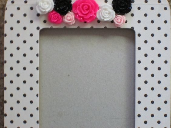 My 1st idea was to add these cute PS flowers to a polka dot frame.