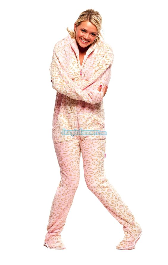 Fuzzy Chenille footed pajamas. Pink Giraffe. *like* :D | it's the ...