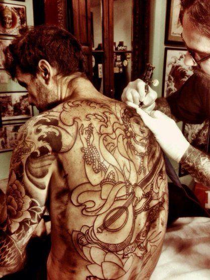 Tinelli se tatuó la espalda completa y subió a Twitter la foto del diseño terminado http://www.ratingcero.com/c111342