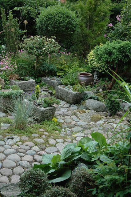 vi laver en fed belægning i gården med liseleje sten