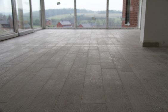Carrelage imitation parquet c ramique aspect bois li ge for Carrelage bonte comines belgique