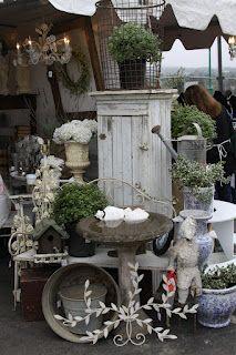 the vintage bricoleur: Fleamarket, Booth Display, Flea Market, Vintage Market, Market Display, Vintage Booth