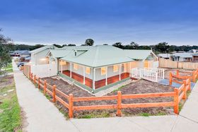 7 Saltia Drive, Doreen is for sale by Ray White, South Morang.