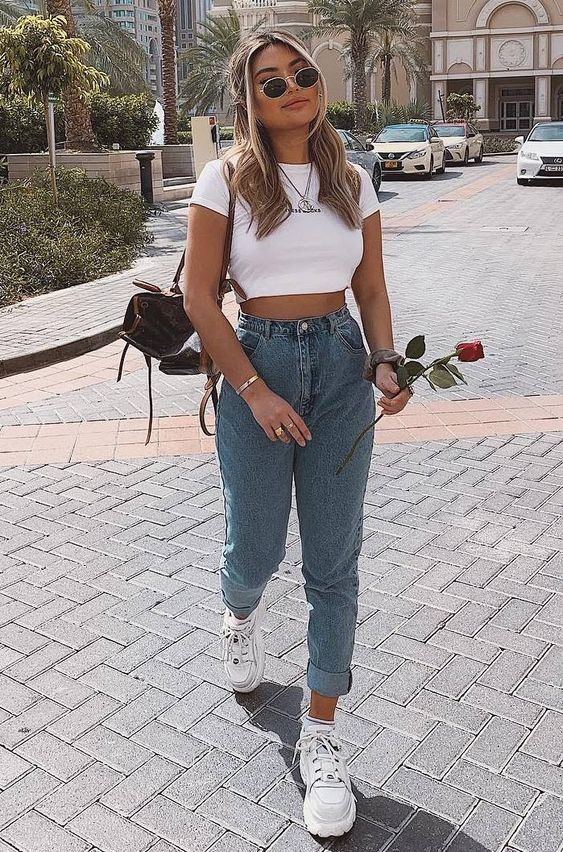 19 Stylish Outfits With Mom Jeans Glamhere Com Comfy Summer