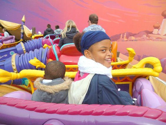 Originaire de Guadeloupe, Naila, 7 ans, était de passage à Paris au début du mois d'Octobre et a ainsi pu réaliser son vœu le plus cher : visiter Disneyland Paris. C'est donc avec ses parents et son frère qu'elle a pu passer deux journées bien remplies au cœur du parc. (pour en savoir plus : https://www.facebook.com/makeawishfrance )