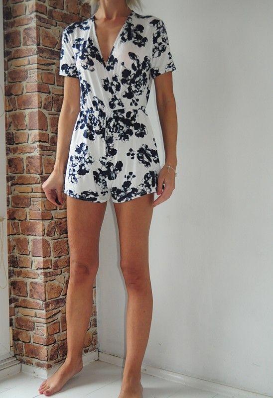 Sale Boohoo Kombinezon Bialy Granatowe Kwiaty 38 Vinted Pl Fashion Dresses Rompers