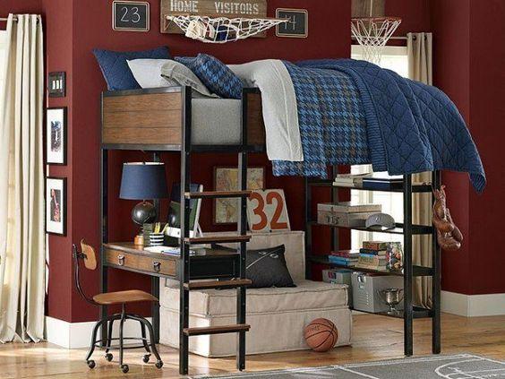 chambre ado garçon avec peinture murale en bordeaux, lit mezzanine en bois et métal avec coin bureau et petit canapé blanc