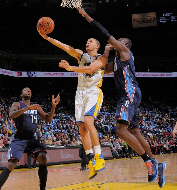 12.21.12 | Stephen Curry led all scorers with 27 points, including a career-high eight three-pointers.