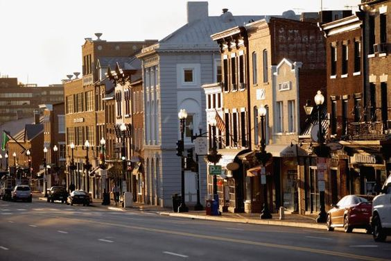 See a variety of things to see and do in Georgetown, Washington DC's historic neighborhood, learn about the area and plan your visit to Georgetown.
