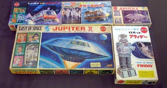 classic plastic model kits 第48回 今回は マルサンから発売された 宇宙家族ロビンソン一家 のプラモデルを紹介します 1967年に スペースタンク ジュピター 号 大 フライデー ジュピター 号 小 の 11月イラスト 写真箱 マルサン