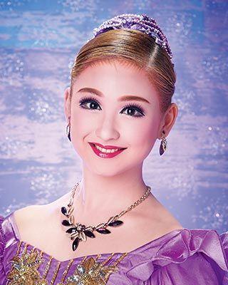 星風 まどか(Madoka Hoshikaze) | 宝塚歌劇公式ホームページ
