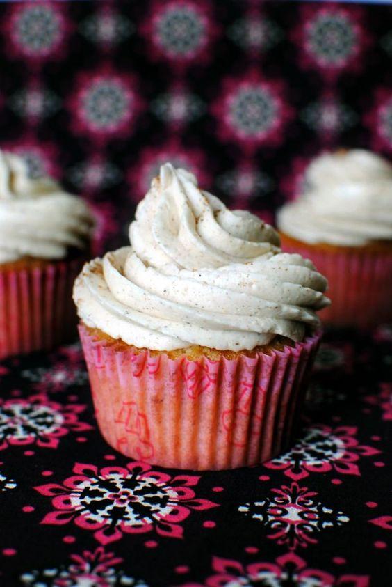 Vanilla Chai Cupcakes with Vanilla Chai Buttercream Frosting