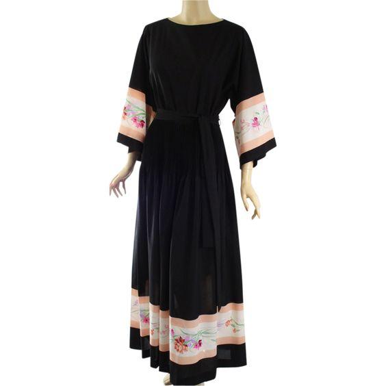 Vintage 1970s Maxi Dress Black Crepe Border Print by Parnes Feinstein B38 W28