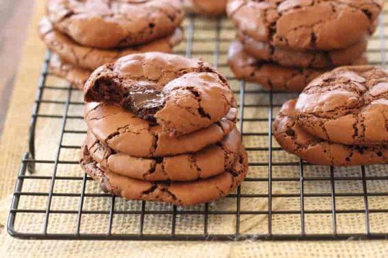 Bolachas com Pepitas de Chocolate - https://www.receitassimples.pt/bolachas-com-pepitas-de-chocolate-2/