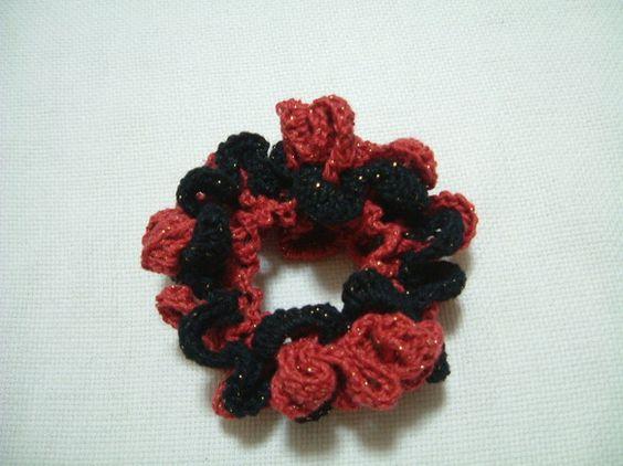 朱ラメの糸に黒ラメの糸を合わせたカルメンをイメージして作ったシュシュです。小ぶりなので、普段使いにぴったりです。ラミー糸で編んでいますので、季節を問わず一年中...|ハンドメイド、手作り、手仕事品の通販・販売・購入ならCreema。