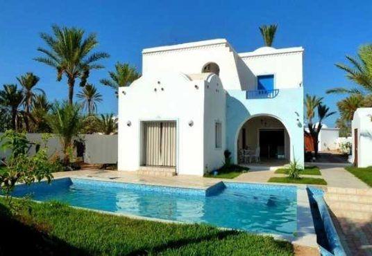Grande Villa A Louer A Djerba Piscine 5 Chambres Djerba Voyage Com House Styles Mansions Outdoor Decor
