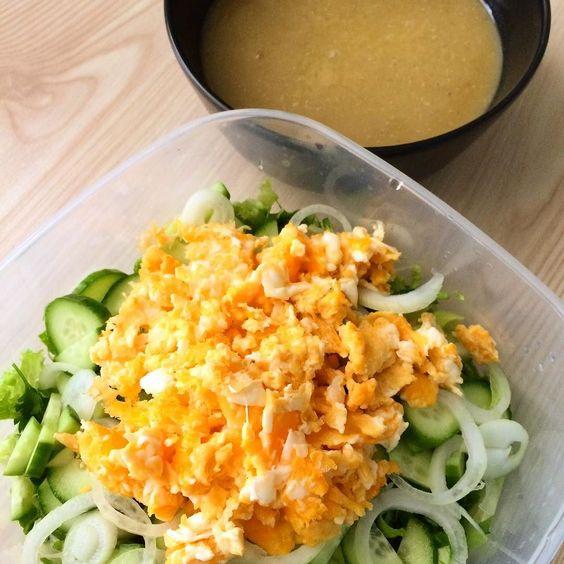 En güzel mutfak paylaşımları için kanalımıza abone olunuz. http://www.kadinika.com Salatama iki yumurta kırdım. Mercimek corbasınıda sadece mercimekten yaptım. Sogan patates un felan koymadım. Böyle sanki daha güzel oldu. Sizde bi deneyin derim.