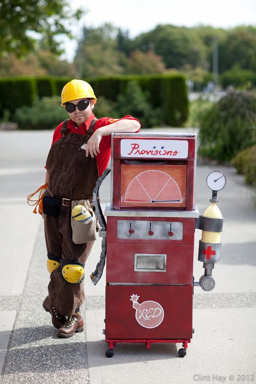 A great TF2 cosplay at Cos & Effect 2012.