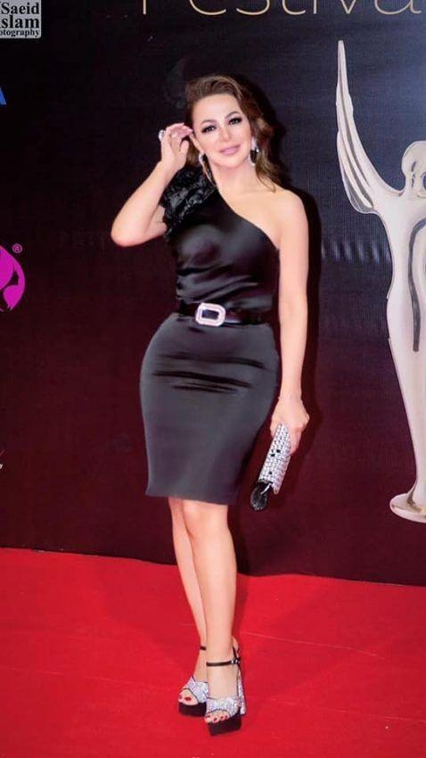 صور 2021 للفنانة السورية سوزان نجم الدين فيسبوك و تويتر و سناب و انستقرام In 2021 Dresses One Shoulder Dress Shoulder Dress
