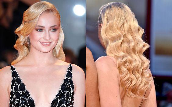 I capelli sciolti sulle spalle nude a onde da sirena sono super sexy. E se non…