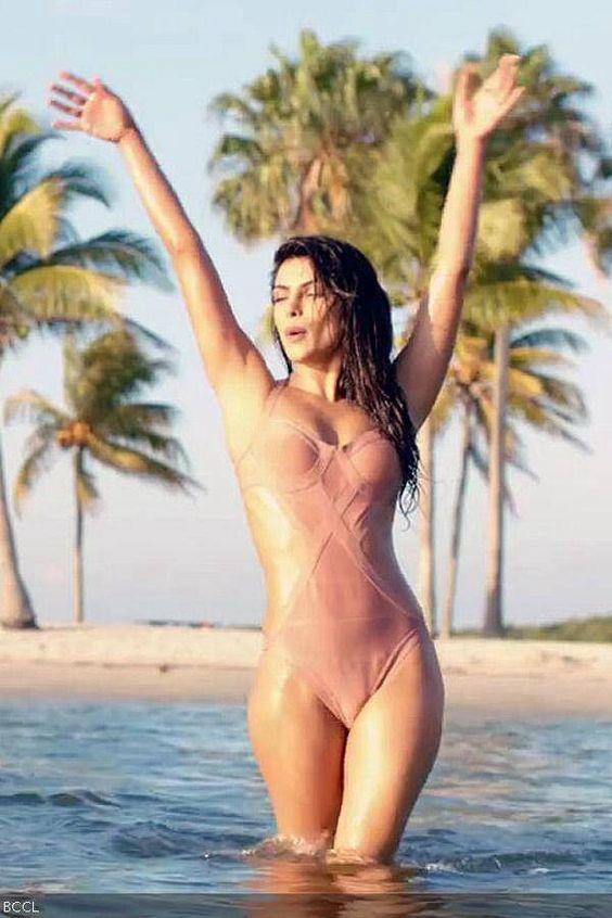 Priyanka chopra goes super hot bold