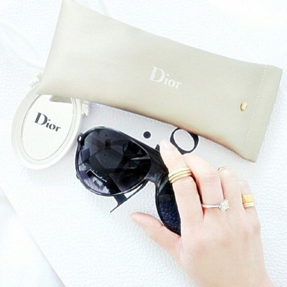 What is your favorit sunglasses style? Credit: yunn_yunn #Diorvalley #Dior #Sunglasses