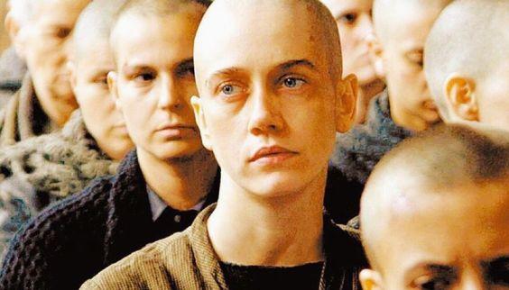 """Oi amados. Tudo bem com vocês? Alguém aqui já assistiu o filme nacional """"Olga""""? Falei sobre ele lá no blog e você está convidadíssimo a conversar comigo sobre o mesmo. Uma história de dor, amor, sofrimento, satisfação, idealismo, militância, foco e por fim esperança por um futuro melhor. Vem saber mais sobre aqui: http://goo.gl/wkn5tV <3 #Olga #BenárioPrestes #ViajanteDasLetras #História #Guerra #Esperança #MelhorCantinhoDoUniversoMeuBlog    viajantedasletras.blogspot.com"""