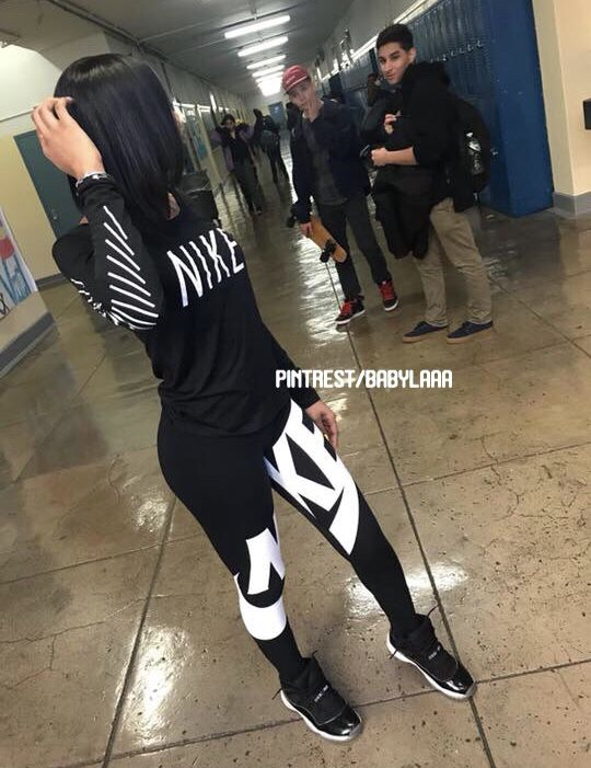 Grade School Nike Girls Club Leggings