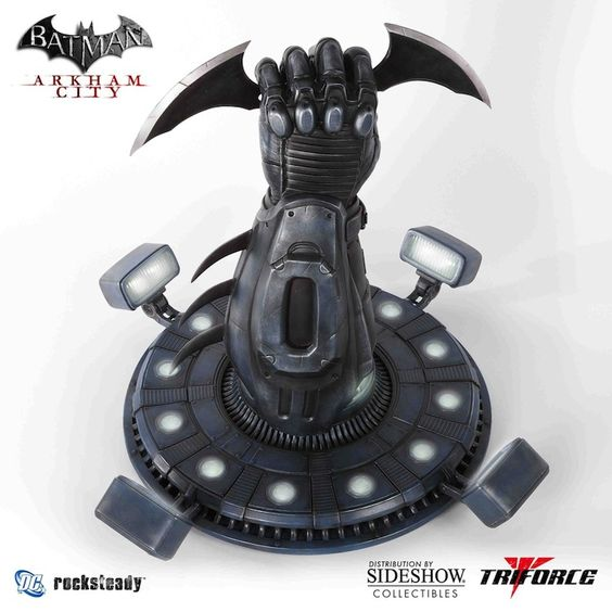 Alter Ego Comics proudly presents the officially licensed #Batman Arkham: City - #Batarang Full Scale Replica, masterfully sculpted and painted by the artisans at TriForce. Intricately crafted and cast in polystone, it measures 22 inches in height, weighs in at 20 pounds, features working LED effects modeled to mimic the #Batcave design and technology, and detachable Batarang! Own this authentic piece of videogame history as part of a Limited Edition worldwide run of 750 pieces.