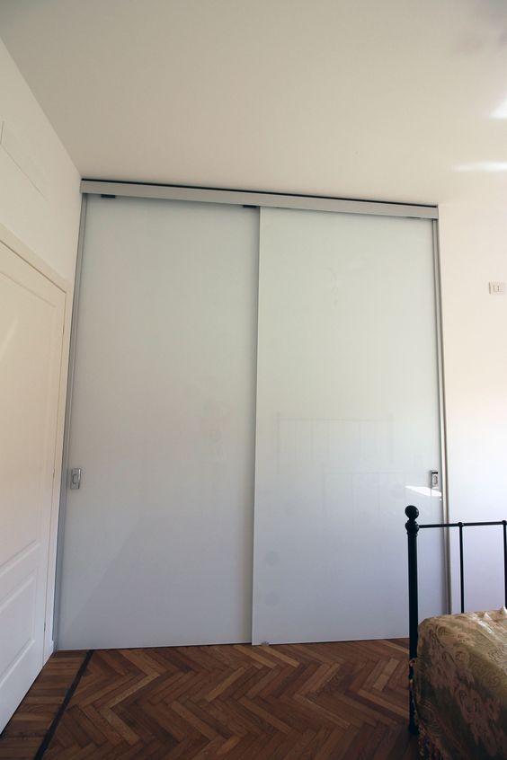 Cabina armadio con ante in vetro verniciato bianco - Ante cabina armadio ...