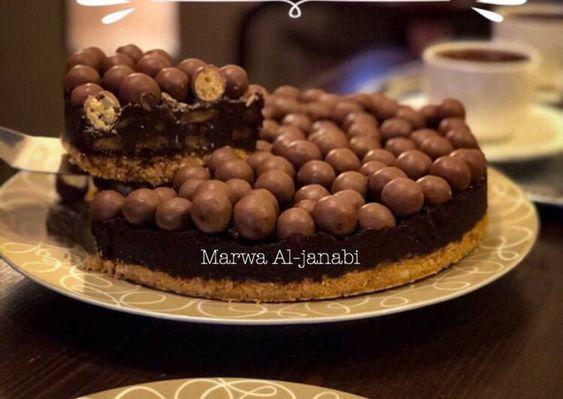 كيكة المالتيزرز الباردة بدون فرن No Bake Maltesers Cake بالصور من Marwa Al Janabi Recipe Malteser Cake Desserts Baking