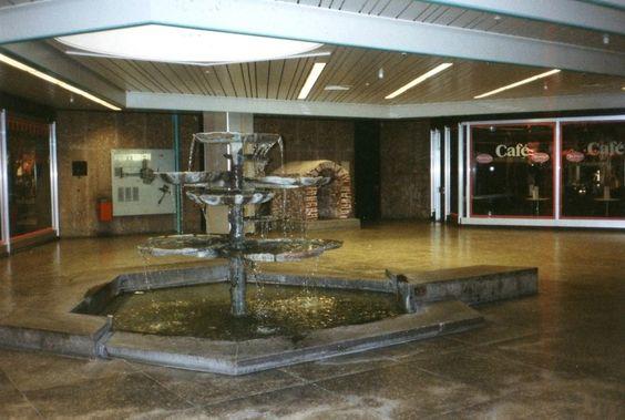 Karlsplatz Stachus, München Brunnen mit Wehrtunnel im Untergeschoss