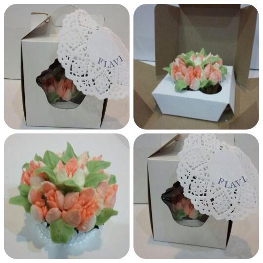 #cupcakes con #butterceam de chocolate blanco con #picosrusos para regalar #diadelamigo #celebrate #cooking
