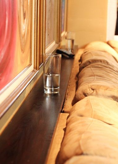 Make a functional sofa shelf