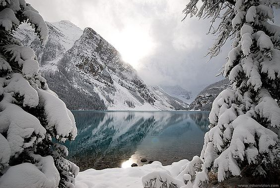 Emerald in the Rocky Mountains - Lake Louise - MBDesire