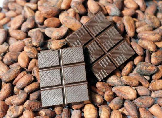 54 - CHOCOLATE AMARGO Contiene el antioxidante resveratrol, que sirve para revertir los efectos del envejecimiento celular.