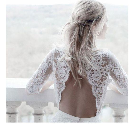 Choisir sa robe de mariée n'est pas une mince affaire, d'autant plus quand le jour J est en automne. Manches longues ou trois quart, près du corps ou évasée, découvrez la séléction de la rédaction pour vous aider à trouver la perle rare.