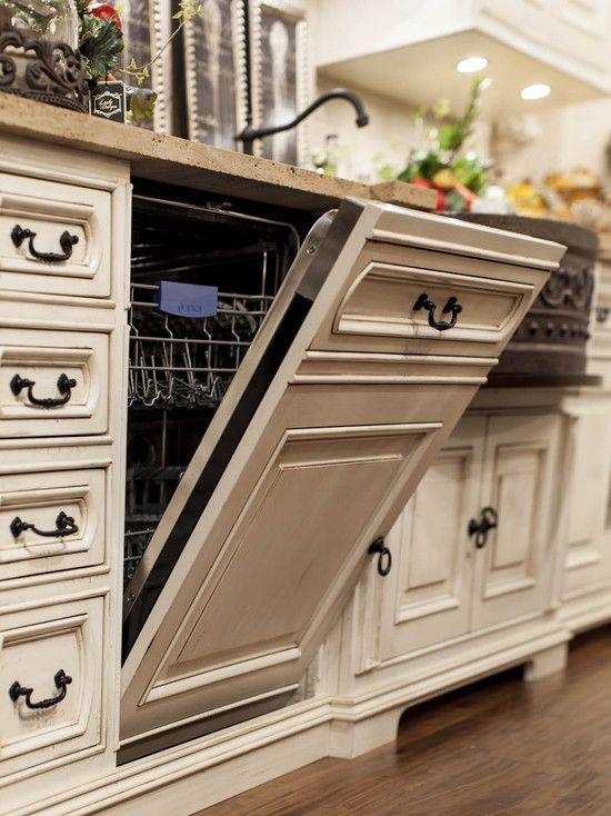 Devant de lave-vaisselle camouflé par les armoires