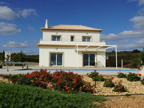 Casa Rosa, Vila Nova de Cacela: Holiday villa for rent from £1500 per week. Read 11 reviews, view 23 photos, book online with traveller protection with the owner.