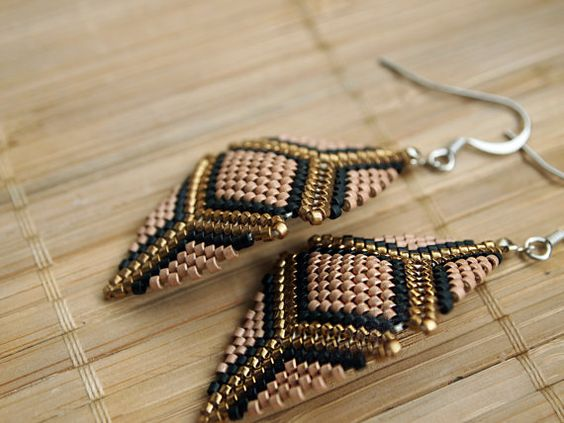 Beaded geometric peyote earrings - Shimmery salmon pink, bright gold and black