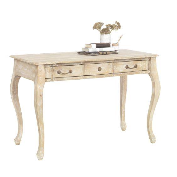 Dieser Schreibtisch von AMBIA HOME beeindruckt mit charmanter Ausstrahlung. Das antike Design sowie verspielte Elemente verleihen Ihrer Einrichtung ein unvergleichliches Flair. Mit 3 Schubladen bietet der Tisch zudem viel Platz für Schreibutensilien, Ordner oder Dokumente. Aus massivem Mangoholz gefertigt, besticht der Schreibtisch zudem mit exzellenter Qualität und Langlebigkeit. Lassen Sie sich vom Charme dieses entzückendes Schreibtischs verzaubern!