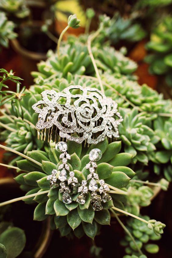 #hair-accessories, #earrings  Photography: Anna Kim Photography - annakimphotography.com  Read More: http://www.stylemepretty.com/2014/10/17/magical-destination-wedding-at-haiku-mill/